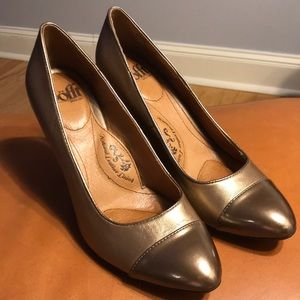 Sofft sz 8 copper/gold metallic cap-toe heel